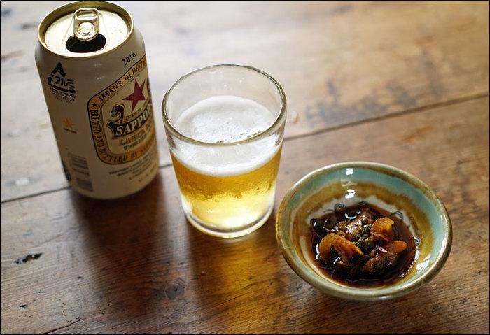 蕎麦猪口は酒器としても活躍します。ビールはもちろんロックでも、水割りやお湯割りでも、お気に入りの蕎麦猪口なら雰囲気も味わえますね。