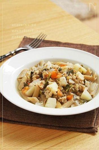 野菜がたっぷりで、ひと皿で栄養満点。からだもあったまるスープパスタです。お好みで、仕上げにパルメザンチーズをかけても美味しいですよ。