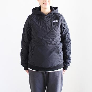 中綿入りパーカーなら、アウターとしても着ることができる上、真冬ならコートを上に合わせれば防寒対策もばっちり◎