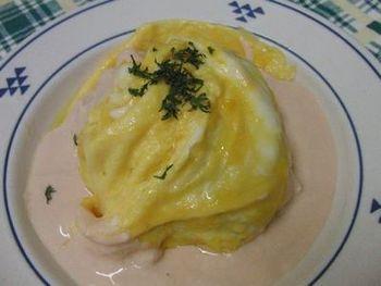 さっぱりと爽やかなヨーグルトソース。ふんわり卵とヨーグルトがやさしいお味です。
