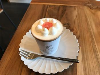スポンジと生クリーム、そして旬のフルーツが詰まったカップケーキは見た目だけではなく、コーヒーとの相性も抜群の美味しさ。使われているフルーツは季節によって変わるそうで、次はどんなケーキが販売されるのか楽しみですね。