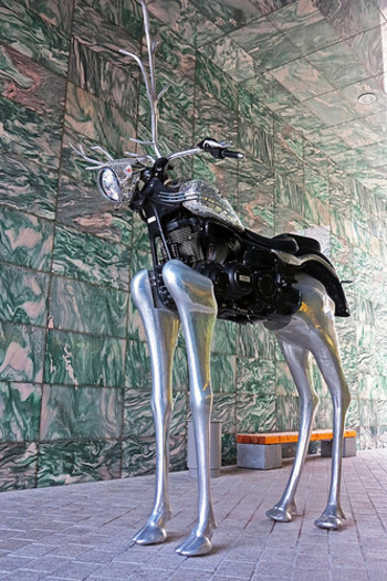 館内は国内外のモダンアートを常設展示しているほか、年に数回特別展示会を行なっています。毎週日曜日には一般向けに館内ツアーも催されているので、北欧デザイン好きの方はぜひ参加してみて。