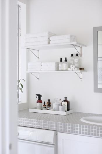 惚れぼれするようなホテルライクで美しい洗面室ですね。ここには洗濯で使用する洗剤やスキンケアアイテムが置いてあります。ひよりごとさんのお眼鏡に叶ったスタメンたちは、ビジュアルはもちろん、香りや使い心地もお気に入りなんだそう。1つずつご紹介していきますね。