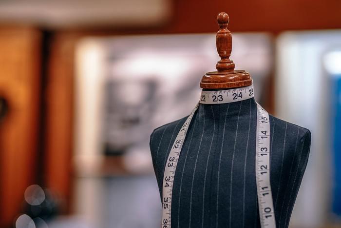 自分のサイズを知っておくのはもちろんのこと、通販サイトによってサイズの測り方が異なるので、サイトごとにサイズの測定方法をチェックしておき、買う前にサイズを測って確認しましょう。