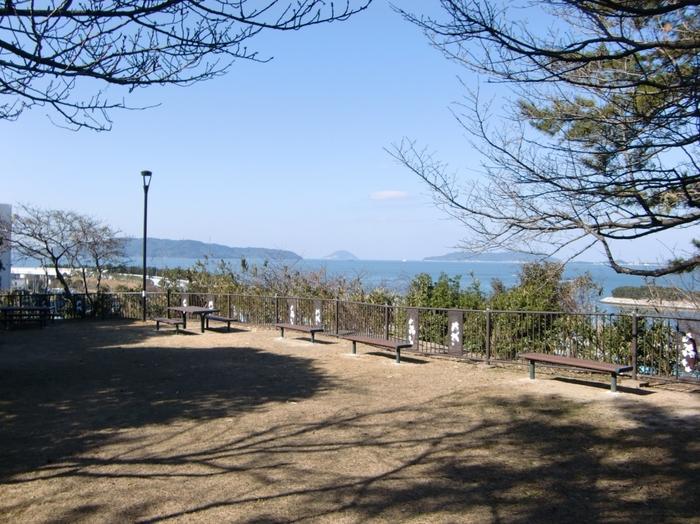 博多湾に面した丘陵地帯に造られた西公園は、1881年に開園された公園です。かつては、荒津山と呼ばれていた西公園は、古くから博多湾を望む景勝地として知られています。
