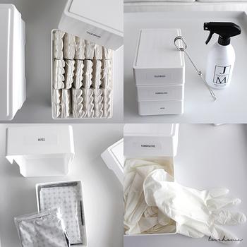お掃除グッズをひとまとめに収納されているお家が多いと思いますが、トイレやお風呂場はもちろん、キッチンや各お部屋でも使いたいときにさっと手に取れるよう、準備しておきましょう。汚れが気になったとき軽く拭き取るだけですむウェットティッシュや、ハタキなどあると便利です。