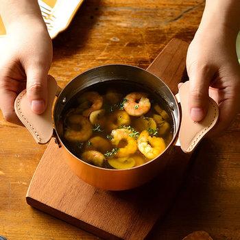 勿論、熱伝導が良いと調理の時間も短縮出来ます。ぱっと作って、そのまま食卓へ提供すれば盛り付けの手間も省けますね。簡単だけど手抜きに見えない。毎日の家事にはとても重要なポイントです。