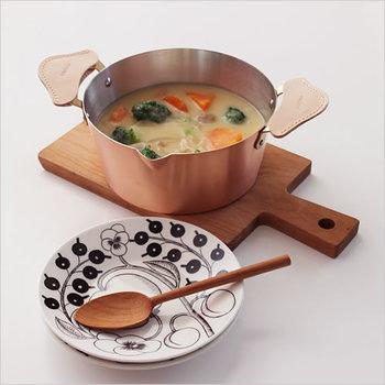 深くて容量のあるお鍋は、ひとつは持っておきたい形です。熱々の煮込み料理なら、「ameiro」のスタイリッシュさを活かして是非そのまま食卓へ。ヘビーローテーション間違いなしですね!