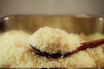 みなさんのお宅の冷蔵庫にも、あまり使っていない粉チーズが出番を待っていませんか?風味豊かな粉チーズで、レシピの幅を広げてみてくださいね。