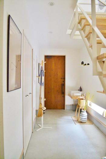 毎日人が出入りする場所だからこそ、センス良くすっきり整えておきたい玄関。シンプルながら使い勝手の良い無印良品のアイテムで、これまでの玄関の悩みを一掃して素敵な空間にしましょう。