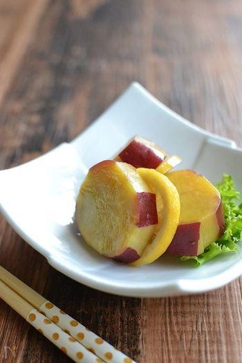 ホクホクとしたさつま芋をレモンと蜂蜜でコトコト煮込んで。コクのある甘味と共にレモンの爽やかな風味が楽しめる一品。ちょっぴりデザートのような味わいに、お子様も喜んでくれるはず♪