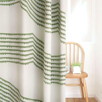 お部屋にグリーンを飾るのと同じように、カーテン自体をグリーンに見立ててみるのもおすすめ!優しげなグリーンがいつもお部屋にあるだけで、穏やかな気分になれそうです。