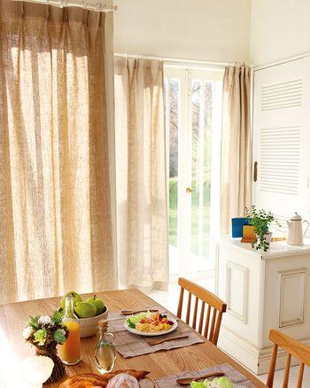 インテリアとしても機能面でも、私たちの暮らしを快適にしてくれるカーテン。布が持つ柔らかな風合いも魅力のひとつですよね。お引越しや模様替え、季節に合わせて…カーテンを着替えて、空間を楽しんでみてはいかがでしょうか。