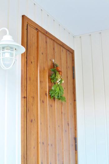 花々や植物を束ねるだけで簡単に作れる『スワッグ』が定着してきましたね。旬の植物を使うことで、手軽に季節感を取り入れられ、どんなイベントにもマッチ。