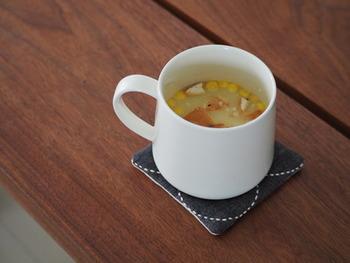 こちらは賞味期限が近い乾パンをクルトン代わりにスープにいれたものだそう。 ちょっと贅沢なレトルトという感じで、美味しそうですね。
