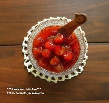 さくらんぼのコンフィチュールは、まあるくコロコロとした果実が素朴でキュート。食べやすいように種を取って煮込みましょう。