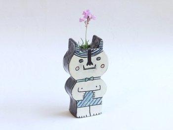かわいい鬼がフラワーベースに。そのまま飾ってもお花を活けても◎大小2サイズありますよ。並べて置いてもかわいいですね。