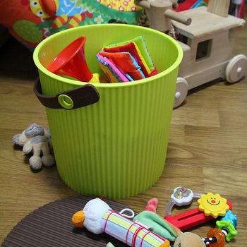 モノトーン、上品なペールトーン、元気が出る鮮やかなカラーなど、カラーバリエーションの豊富さも魅力のひとつ。子供のおもちゃ入れやリビング用など、用途や使う場所に合わせてふさわしい色を選べます。サイズはS・L・LLの3サイズ展開。