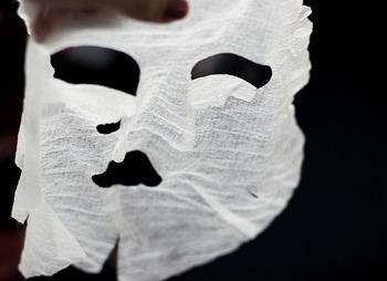 シートタイプのマスクは入浴中につけたり、シリコン製のフェイスマスクを上からつけるのも◎乾いたまま、いつまでも乗せないように気をつけてくださいね♪