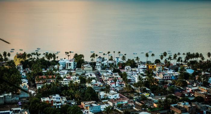メキシコの街は、色で溢れています。黄色や水色、緑に赤、オレンジにピンク…色とりどりの建物がたくさん。カラフルでとてもきれいです。