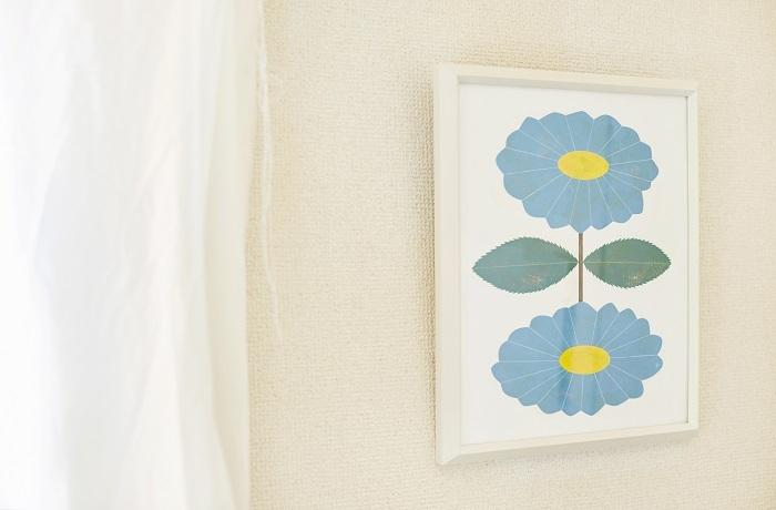 大輪の花は、青の中にひそむ黄色と融合して豊かな表情が生まれています
