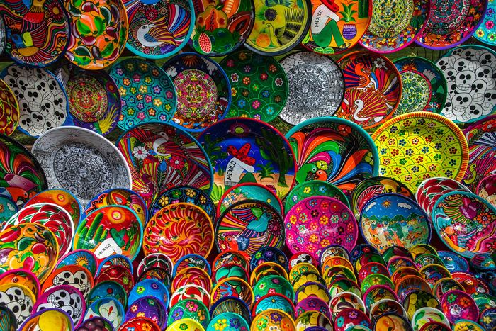 メキシコならではの色の組み合わせが、反対色の組み合わせ。 赤に緑、黄色に青などの独特な色の組み合わせは、メキシコの職人だからこそ表現できる色合いなんだとか。