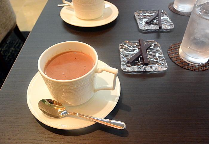 店内で味わえる、ホットチョコレートも絶品。Bean to Barチョコレートをふんだんに使った贅沢なドリンクです。人気のスコーンとの相性も抜群♪