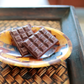 こだわりのチョコレートはカカオとお砂糖しか使わない無添加で、smoothとcrunchの2種類が味わえます。材料が究極にシンプルだからこそ味わえるカカオの風味。産地によって本当に違うテイストで、ここでしか味わけない個性派ばかりなんですよ。