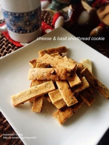 こちらはお酒に合いそうなスナック風のおつまみクッキー。バジルとチーズの香りがビールやワインにも合う大人のお菓子です。