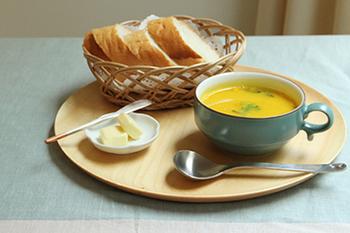 ほどよく深さがあるので、具たくさんのスープもたっぷり入ります。もちろんカフェオレなどの飲み物を入れたり、ヨーグルトやサラダ、お惣菜なども◎。カップの内側は白マットの色みなので、中にいれている料理を引き立ててくれますね。