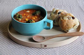 そんな大活躍のスープですが、その器もこだわりを持って選んでみませんか?デザインの美しい器は使うと愛着がわくうえ、テーブルの上が華やいだり、スタイリッシュに見えたり…。さらに上質な時間が過ごせるはずです◎
