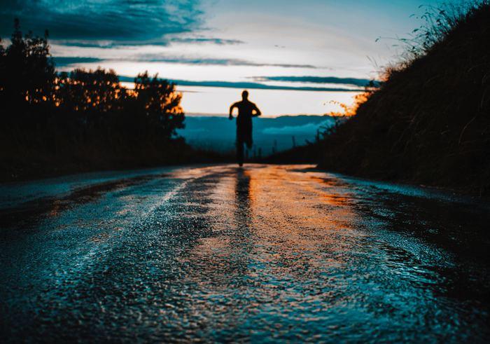 手軽なランニングの始め方と続け方をご紹介してきました。新しいことを始めるのは、ちょっとの勇気がいりますが、ランニングは自分のペースで楽しめますしおすすめですよ。