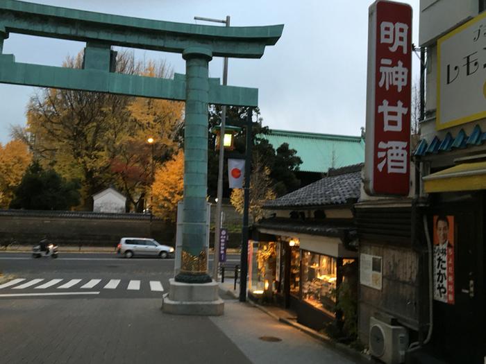 大鳥居のすぐ隣にある天野屋。神田明神に訪れた際は、ぜひ立ち寄ってみませんか?
