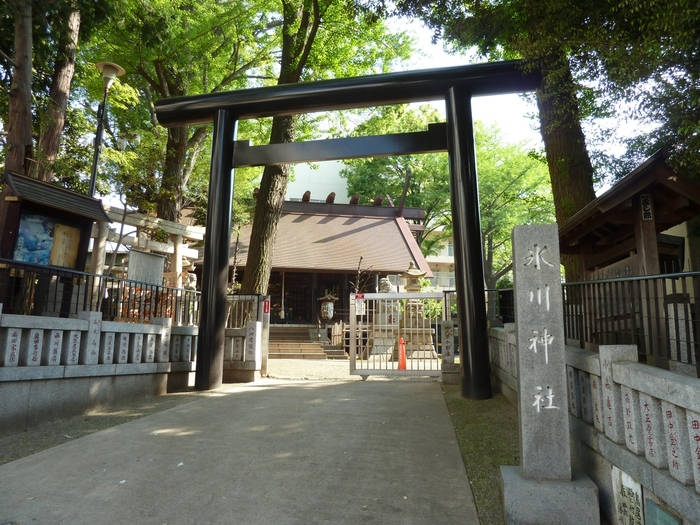 「気象神社」は、高円寺駅より徒歩3分ほどのところにある「氷川神社」境内にあります。