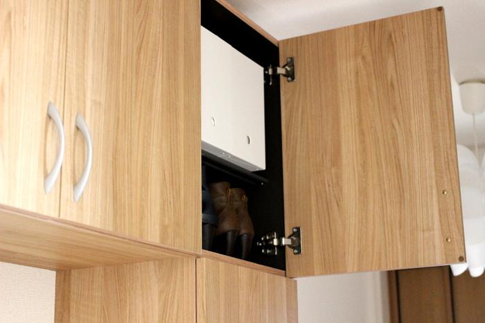 高い場所の棚はスペースがあっても収納方法がいまいち上手くいかない事が多いですよね。そんな時は、《ポリプロピレンファイルボックス》横幅15cmのワイドタイプを使えば、棚にすっきりと納めることができ、丸穴があるので取り出しも簡単です。