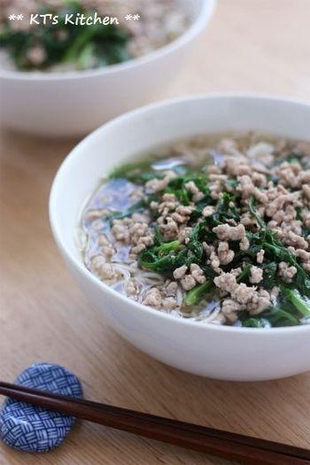 ナンプラーとひき肉の旨味のスープにしょうが風味を加え、シンプルな具材でつるつるっと頂くにゅうめんです。身体もポカポカ温まります♪