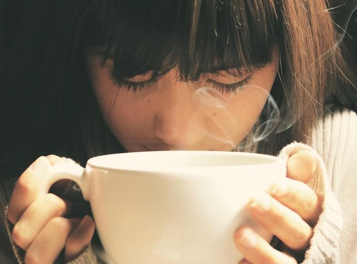 時間がないことで焦ってギリギリ間に合わせるよりも、5分でもコーヒーを飲んで考えをまとめるくらいのゆとりがあると、スタートが全く違ってきますよね。朝の支度を見直して、気持ちよく1日をスタートさせましょう!