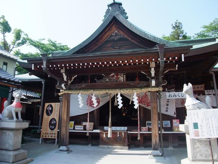 """犬山城の麓にある「三光稲荷神社」の境内には、姫亀神社以外にも""""お金を洗うと何倍にもなって返ってくる""""という銭洗稲荷神社(ぜにあらいいなりじんじゃ)の「銭洗池」もあります。恋愛運、金運、そして見所もいっぱいの神社です。"""