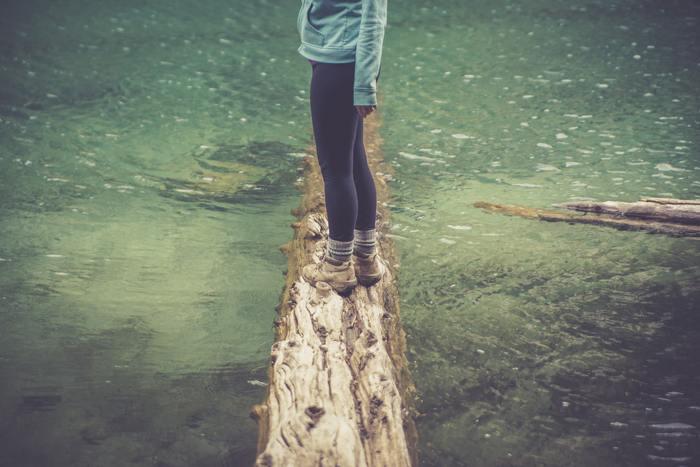 アパリグラハを実践していると、「ない、ない」という渇望から自由になり、心のバランスが上手くとれるようになります。だからこそバランスが崩れたら、「なぜ自分が今辛いと感じているのか」、「なぜ穏やかな気持ちを保っていられないのか」、原因を突き止められるようになるのです。