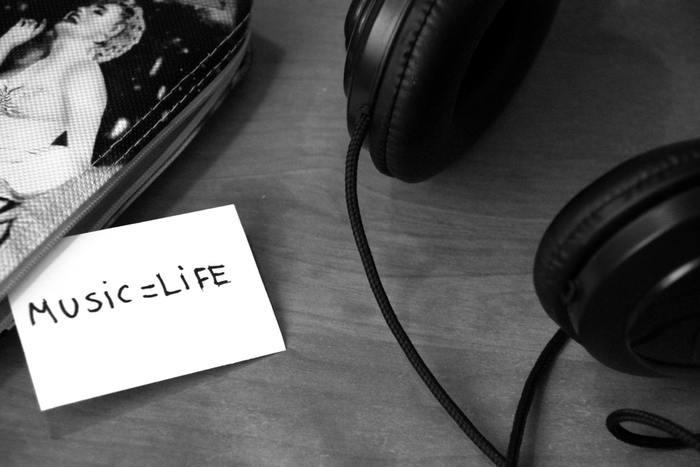 """洋楽が好きという方はたくさんいますが、""""Active""""に洋楽を聞いている人は少ないはず。英語が得意な方の多くが、洋楽もよく聞いています。でも、ただ聞くのではなく、歌詞を理解しようと""""Active""""に聞いているのです。"""
