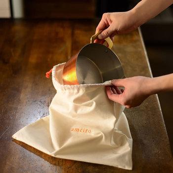 「ameiro」の鍋には全商品、収納袋と使い方の説明書が付いています。また錫メッキのリペアも受け付けています。一生ものとして大事にしてほしい、そんな願いの込められたお鍋です。