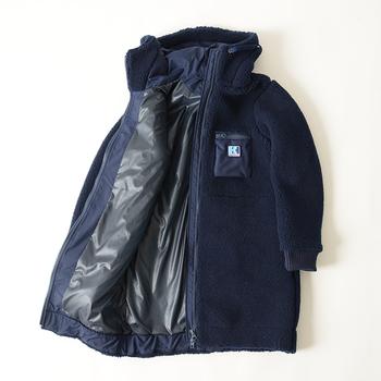 ファイバーパイルサーモコートは、ナイロン製の裏地が取り付けられており、さらに防風性もバッチリ。腰下までの長さがあるので、腰回りが冷えがちな女性にはとっても嬉しいデザインなんです。