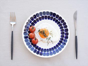 24h トゥオキオはヘイッキ・オルボラのデザインをベースにヘロリンネとカッリオという二人のデザイナーによって、デザインされた鮮やかなブルーが印象的なシリーズです。