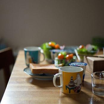 家族でひとつずつ、違う柄のムーミンマグを用意したら、朝食のテーブルが華やかに演出できます。自分だけのマグカップがあると飲み物を飲むたびに、なんだかほっとできますね。