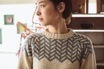 ゆっくりと時間をかけて、自分でセーターを編んでみましょう。完成したとき、喜びと達成感を味わうことができます。難しい手順も多い手編みですが、キットを使えばその負担が軽くなります。