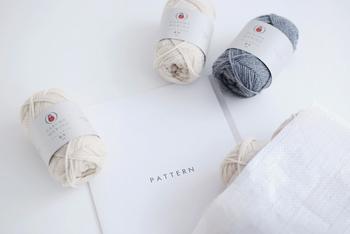 セーターに必要な毛糸と作り方パターン、基本の編み方ガイドがセットになったキットです。編み物上級者の方なら、自分で好きなサイズに調整することもできるので、世界にたった一つのセーターが仕上がりますよ。