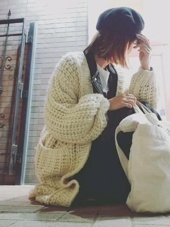 手編みにしか出せない温かみのあるハンドニット。ていねいに編まれているので、長持ちするのも嬉しいですね。自分で編むと、より大切にしたくなるはず。ぜひハンドニットを冬のコーディネートに取り入れてみてくださいね。