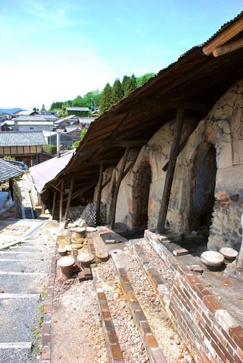 以前、信楽焼の器を焼くために使われていた「登り窯」を保存し、自由に散策できる「大窯」。