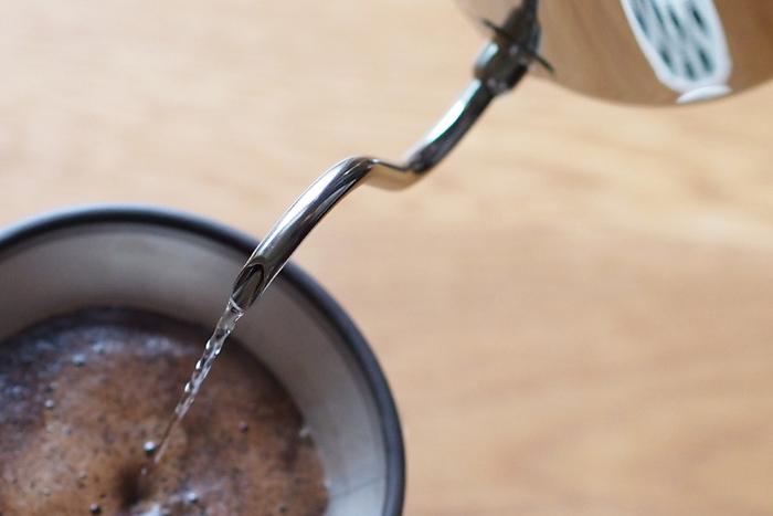お湯が真下に落ちるように計算された極細の注ぎ口。ドリップコーヒーを楽しみ始めたばかりの初心者さんにも優しいポットです。