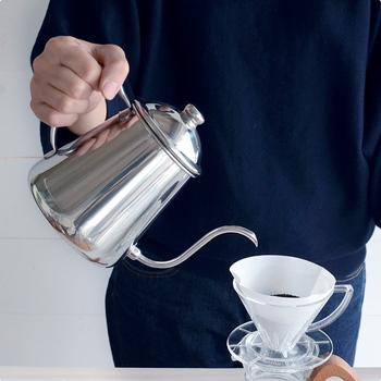 ぽとぽととお湯が落ちるたびにコーヒーの良い香りが立ち上り、淹れる時間も楽しめそうです。